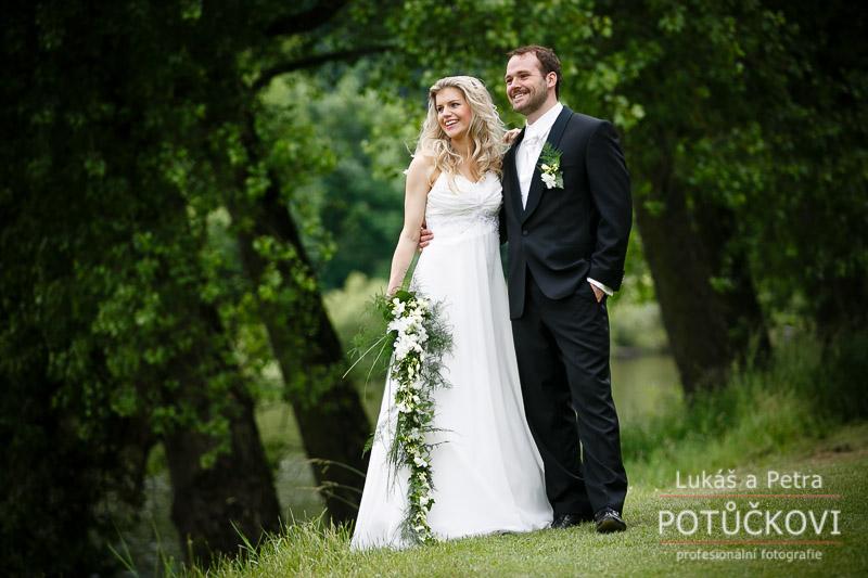 svatebni-fotograf-romanticky-mlyn-karlstejn_001